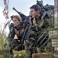 Emily-Blunt-and-Tom-Cruise-in-All-You-Need-is-Kill-2014-Movie-Image-200×200