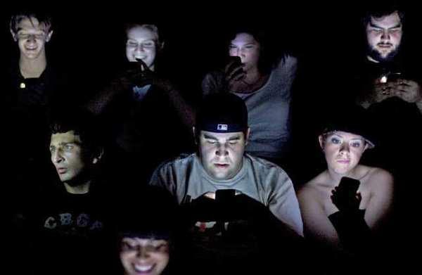 la-ol-poll-texting-in-movies-insane-idea-or-in-001