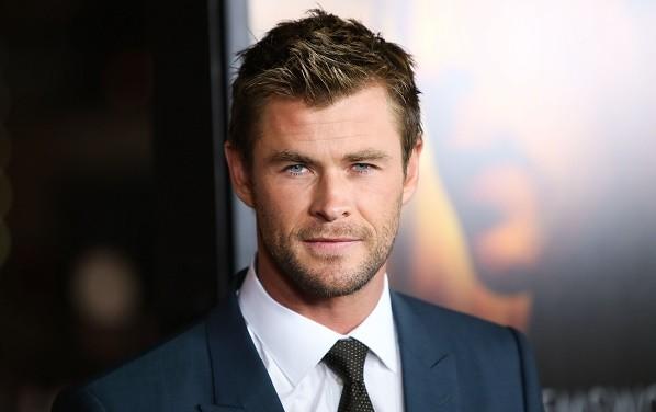 Chris Hemsworth Is The Ghostbusters' New Secretary