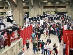 1024px-Montreal_Comiccon_2011_Dealers_Room_View_1
