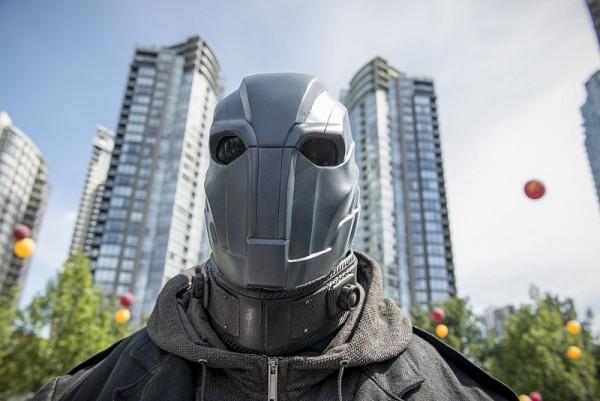 the-flash-season-2-atom-smasher-helmet-600x401