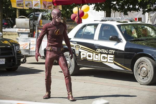 the-flash-season-2-photo-costume-600x400