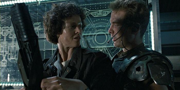Sigourney-Weaver-and-Michael-Beihn-in-Aliens