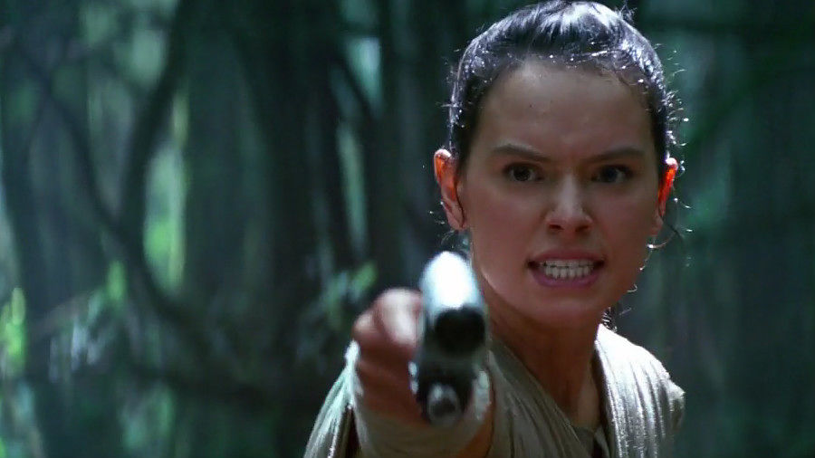 star-wars-the-force-awakens-rey-might-be-the-lead-but-apparently-she-still-doesn-t-dese-764415