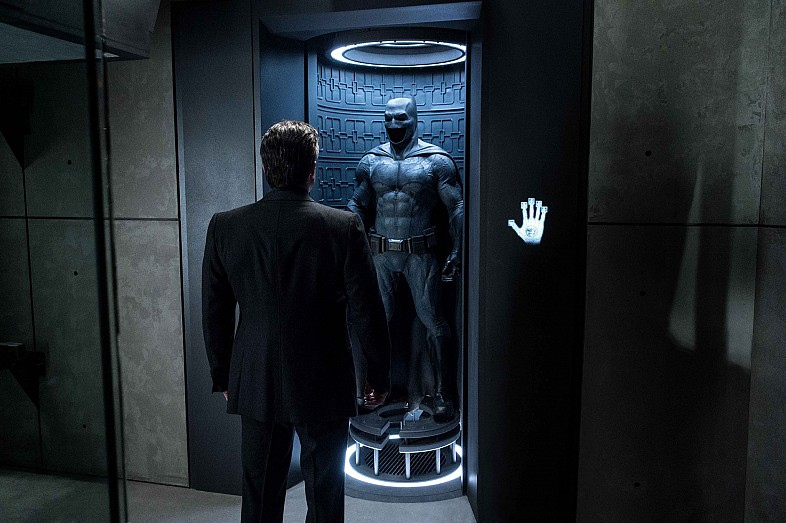 Batman-V-Superman-Dawn-of-Justice-Ben-Affleck-and-Batsuit2
